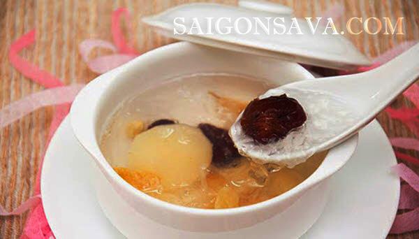 Yến chưng đường phèn hạt sen là món ăn dễ làm được nhiều người lựa chọn