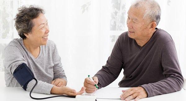Hồng sâm Hàn Quốc giúp điều hòa huyết áp cho người già
