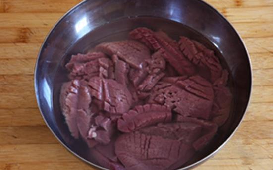 cần làm sạch cật heo tránh để lại mùi hôi gây mùi khó chịu cho món ăn