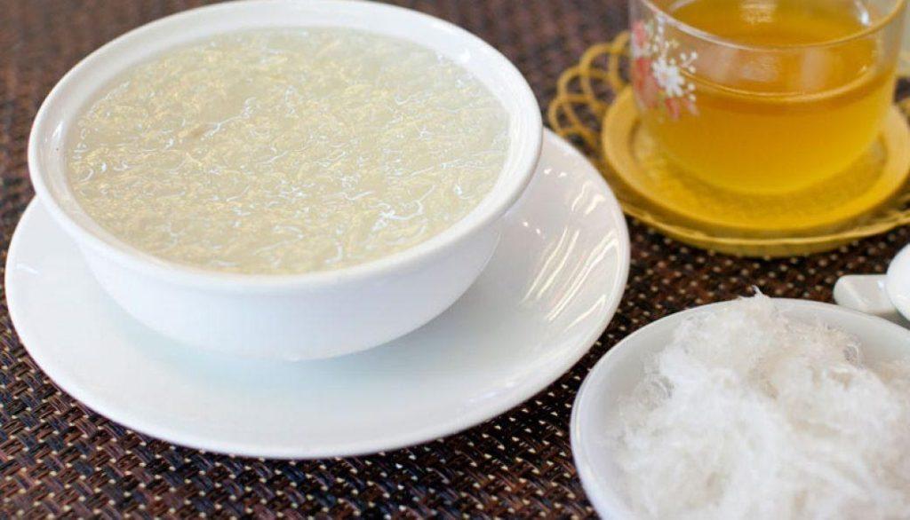 Tác dụng của tổ yến chưng đường phèn là giúp tăng cường sức khỏe và bồi bổ cơ thể