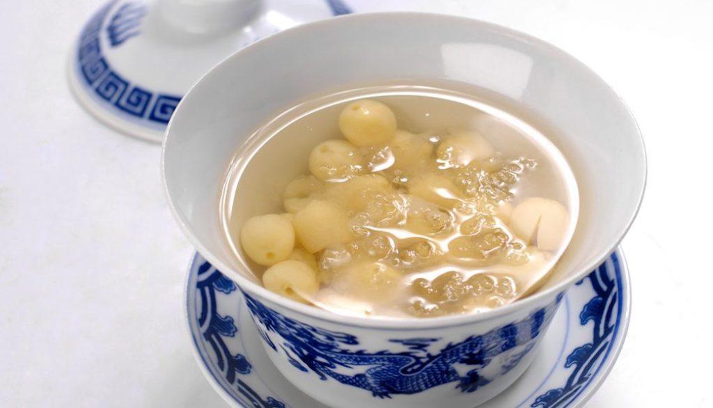Yến chưng với đường phèn, hạt sen và gừng thơm ngon, bổ dưỡng